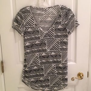 Geometric design short sleeve top